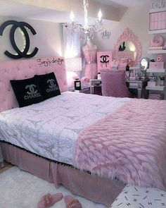 25 Beauty Chanel Bedroom Ideas and Furnitures Girl Bedroom Designs beauty Bedroom Chanel Furnitures Ideas Cute Bedroom Ideas, Cute Room Decor, Girl Bedroom Designs, Awesome Bedrooms, Design Bedroom, Chanel Bedroom, Glam Bedroom, Room Decor Bedroom, Girls Bedroom