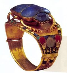 Toutankhamon bracelet -:Bijou de la tombe de Toutânkhamon (musée du Caire Egypte)