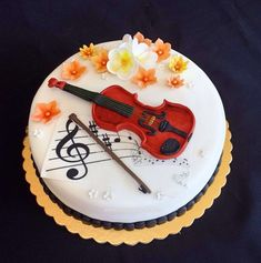 Musical notes and violin cake Music Birthday Cakes, Music Themed Cakes, Music Cakes, Fondant Cake Designs, Fondant Cakes, Deco Cupcake, Cupcake Cakes, Violin Cake, Bolo Musical