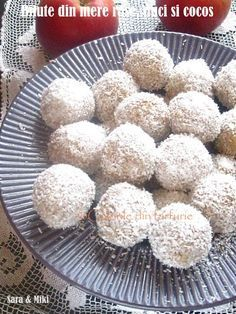 Bilute-din-mere rase-nuci si-cocos-2 Romanian Desserts, Baby Food Recipes, Coco, Biscuits, Muffin, Food And Drink, Sweets, Candy, Vegan