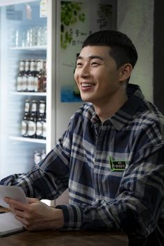 Park Seo Joon is making netizens smile with his bright energy on set.Although Park Seo Joon plays a charismatic role in his new drama 'Itaewon Clas… Park Seo Joon Abs, Joon Park, Park Seo Jun, Drama Korea, Korean Drama, Dramas, Best Kdrama, Handsome Korean Actors, K Wallpaper