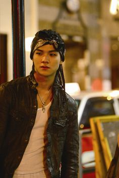 I want to look like him so much. Never been such a good motivation to grow my hair and get fit!    #cap #teentop