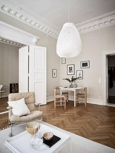We shall readily confess which we are eaten from the efficiency as well as the subtle wonder of Scandinavian style. French Interior Design, Decor Interior Design, Modern Classic Interior, French Interiors, White Interiors, Interior Ideas, Scandinavian Interior Design, Scandinavian Style, Deco Design