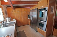 AIA MN Home of the Month: Midcentury modernized in Golden Valley Mid Century Modern Kitchen, Mid Century Modern Decor, Modern Architecture Design, Cabinets And Countertops, Build A Closet, Mid Century House, Home Kitchens, Modern Kitchens, Vintage Kitchen