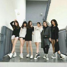 Partiu fazer isso com as amigas squads ulzzang ulzzang girl. K Fashion, Ulzzang Fashion, Korean Fashion, Bff Pictures, Best Friend Pictures, Friend Photos, Couple Ulzzang, Ulzzang Girl, Cute Korean