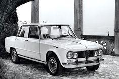 Verso la metà degli anni Sessanta l'Alfa Romeo presenta la Giulia Super, una vettura pensata per accentuare il piacere di guida e, al tempo stesso, offrire un buon confort di marcia. Alfa Romeo Gtv, Alfa Romeo Giulia, Fiat 850, Super 4, Volvo, Peugeot, Mercedes Benz, Classic Cars, Cutaway