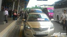 Truy tìm chủ nhân đậu xe ô tô hàng giờ tại khu vực cấm của sân bay Tân Sơn Nhất