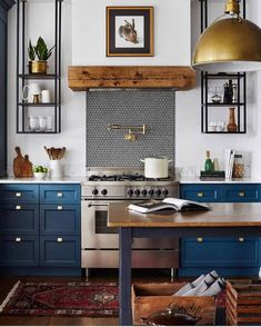 Eclectic Kitchen, Home Decor Kitchen, New Kitchen, Home Kitchens, Kitchen Dining, Kitchen Cabinets, Blue Kitchen Ideas, Blue Kitchen Interior, Blue Cabinets