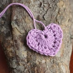 A photo tutorial to make these pretty crocheted hearts. They would make a cute valentine bunting