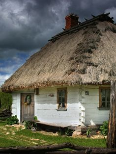 Old house in Zaborek- Poland Traditional Decor, Traditional House, Wooden Architecture, Interior Design Pictures, Old Cottage, Village Houses, Landscape Pictures, Country Chic, Log Homes