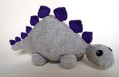 Dinosaurus. Sødt og blødt krammedyr til de mindste. Takkerne gør sig bedst i en kontrastfarve.