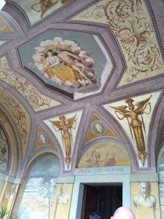 Particolari affreschi, Loggia d'ingresso.