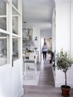 Want to see the ultimate in stylish and practical kitchens? Warning: this kitchen's look might just make you hate your own. Casa Decor 2016, Dining Corner, Ideas Hogar, Ideal Home, Cool Kitchens, Interior And Exterior, Interior Ideas, Madrid 2016, Modern