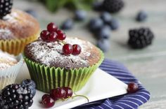 Фотография Fresh red currant muffin автор Tanja Riedel на 500px