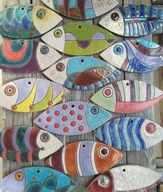 Fish without tail and vertical fish Clay Fish, Ceramic Fish, Ceramic Art, Fish Wall Art, Fish Art, Clay Art Projects, Clay Crafts, Wooden Fish, Tree Shop