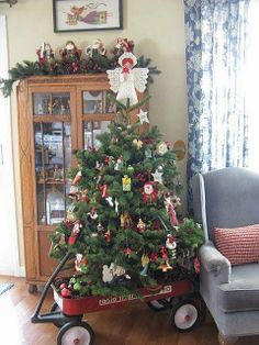 Nice little cart with christmas tree_All Things Country