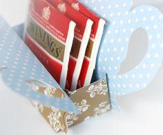 Teapot Tea Bag Holder Gift (free printable - website in German & English, use Google translator here if needed: http://translate.google.com/) PDF Printable Here: https://docs.google.com/file/d/0Bz1YuQgr8vDHM2MtU2hrTnowYmM/edit
