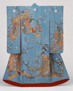 """One of the most popular forms of kimono is the furisode, worn by an unmarried young woman at festivals, tea ceremonies, or any other formal event. Furisode literally means """"swinging sleeves"""" and it is marked not only by its long sleeves, but by its bright Traditioneller Kimono, Moda Kimono, Furisode Kimono, Kimono Fabric, Yukata, Japanese Geisha, Japanese Art, Japanese Screen, Japanese Design"""