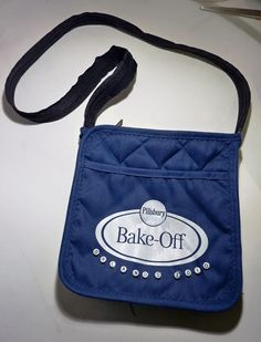 Small tote or purse from 2 potholders and an extra long zipper. ohmydoodle: Pillsbury Bake-Off® Potholder Purse