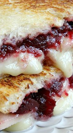 Brie, Apple and Cranberry Grilled Cheese : Brie, Apple and Cranberry Grilled Cheese The best grilled cheese recipe ever! Best Grilled Cheese, Brie Grilled Cheeses, Grilled Cheese Recipes Easy, Gouda Cheese Recipes, Grill Cheese Sandwich Recipes, Food Porn, Paninis, Yummy Food, Tasty
