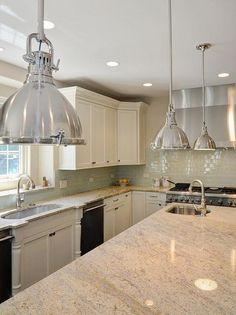 Bianco Romano mit Granit-Arbeitsplatten, weiße Schränke awesome Küche Insel Anhänger Beleuchtung