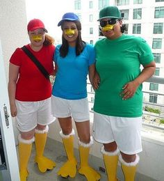 Inspiration & accessories for your DIY Huey, Dewey, Loui halloween costume Idea Halloween Costumes Triplets, Family Costumes For 3, Team Costumes, Purim Costumes, Disney Halloween Costumes, Halloween Kostüm, Costume Ideas, Disney Cruise, Carnival