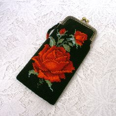 10ae6f80f16c Очечник из бисера Роза алая | biser.info - всё о бисере и бисерном  творчестве