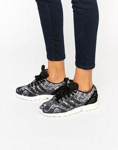 hot sales 823fe 5a875 adidas Originals X Farm Paisley Print Zx Flux Trainers Adidas Skor Kvinnor,  Sneakers Nike,