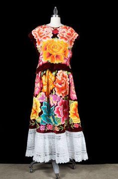 RESERVE Collectors Mexican Emboridered Tehuana Velvet Huipil blouse/ skirt Vintage Frida Style de LivingTextiles en Etsy https://www.etsy.com/mx/listing/86258725/reserve-collectors-mexican-emboridered