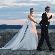 How many wedding dresses does it take to marry an aristocrat? 5, if you're #BeatriceBorromeo http://tgr.ph/1M6eisV