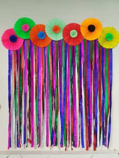 The photo booth for party using paper pin wheels and colorful streamers. Paper Party Decorations, Diy Diwali Decorations, School Decorations, Birthday Party Decorations, Diy Home Crafts, Crafts For Kids, Ganapati Decoration, Baby Shower Deco, Fiesta Theme Party