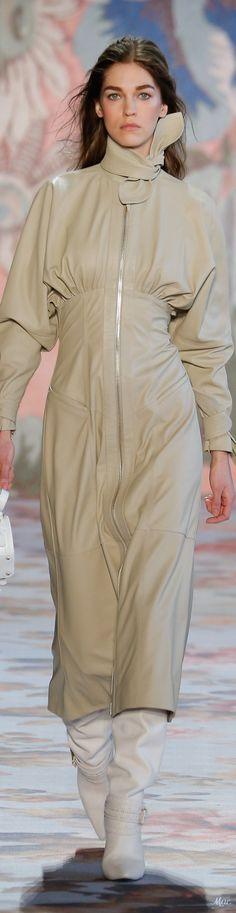 Zimmermann embraces cowgirl couture at New York Fashion Week Weird Fashion, Love Fashion, Womens Fashion, Fashion Design, Fashion 2018, Fashion Trends, Runway Fashion, Boho, Fashion Plates