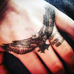 kartal dövmesi el tattoo ideas for guys Small Hand Tattoos, Hand Tattoos For Guys, Hand Tats, Tattoos For Daughters, Foot Tattoos, Body Art Tattoos, Sleeve Tattoos, Tattoo P, Tattoo Fonts