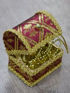 Jewelry Box Gold Chest Christmas Tree Ornament, Money Wrapping as Gift #Unbranded