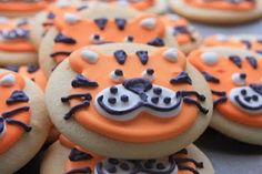 Life of Pi cookies. make sugar cookies then frosting and decorate with pic of tiger Tiger Cupcakes, Tiger Cookies, Dog Cookies, No Bake Cookies, Cupcake Cookies, Cupcake Toppers, Tailgating Recipes, Game Day Food, Birthday Cookies
