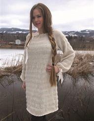 Lang, rett genser med raglanfelling og vid hals