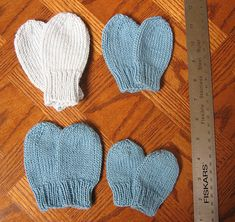 I was trying to find a simple pattern for little baby mittens I wanted to make using cotton or bamboo for summer babies. Alas, no luck, and thus the Easy summer baby mitten patterns were created. Baby Knitting Patterns Free Newborn, Baby Booties Knitting Pattern, Baby Boy Knitting Patterns, Mittens Pattern, Baby Hat And Mittens, Knit Mittens, Summer Knitting Projects, Summer Baby, Baby Knits