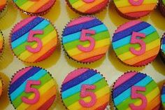 cupcake regenboog It's Your Birthday, Happy Birthday, Birthday Cake, Rainbow Cupcakes, Party Treats, Cupcake Toppers, Rainbow Colors, Birthdays, Desserts
