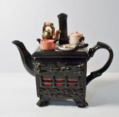 """Paul Cardew South West Ceramica 1989 OLD FASHIONED STOVE COLLECTIBLE TEAPOT. Made in England. Excellent condition, no chips. Measures 8-1/2"""" high, 9-1/2"""" spout to handle. We try to take detailed photos.   eBay!"""