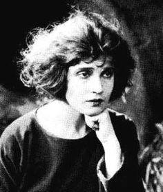 Tina Modotti, photo by Edward Weston