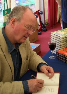 220px-Philip_Pullman_2005-04-16.png (220×309)