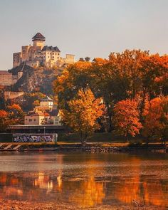 "Páči sa mi to: 2,570, komentáre: 12 – SLOVAKIA | #ThisIsSlovakia 🇸🇰 (@thisisslovakia) na Instagrame: ""The Castle of Trenčín built on top of a steep rock is undoubtedly the dominant of the town Trenčín…"" Steep Rock, Monument Valley, Nostalgia, Castle, Building, Nature, Top, Travel, Naturaleza"