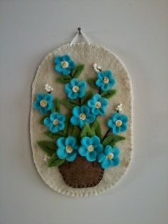 Learn how to DIY hand stamped tea towel or dish clothes. Stamping on fabric is a great way to DIY gift ideas such as a d Felt Diy, Felt Crafts, Fabric Crafts, Sewing Crafts, Diy And Crafts, Arts And Crafts, Felt Embroidery, Felt Applique, Felt Flowers