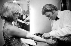 Sylvie Vartan et Johnny Hallyday, Novembre 1965 © Philippe Le Tellier / Paris Match http://www.photo.fr/exposition/paris-match-expose-les-stars-au-forum-des-halles.html