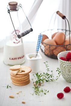 Tartelette: Honey Yogurt Mousse With Raspberry Coulis & Shortbread Cookies