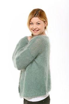 54 new ideas crochet cardigan sweater pattern free knitting Diy Crochet Sweater, Crochet Cardigan, Poncho Sweater, Diy Tricot Gilet, Knit Cardigan Pattern, Angora, Knitting Patterns Free, Models, Ponchos