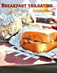 Tailgating Breakfast Sandwiches are perfect for early morning tailgating parties! Use thick Texas Toast Bread and fill with bacon, eggs, cheese, and hash browns. Perfect the morning of the big game! This is the ultimate tailgate recipe! Easy Tailgate Food, Tailgating Recipes, Brunch Recipes, Breakfast Recipes, Breakfast Ideas, Camping Recipes, Breakfast Time, Breakfast Tailgate Food, Brunch Food