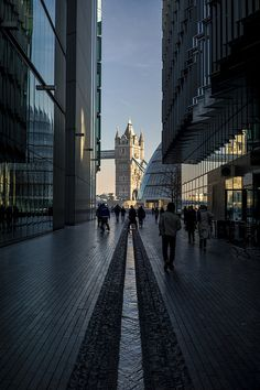 London. Tower Bridge view // Flickr: by  naughton321 I love the perspective of this photo.