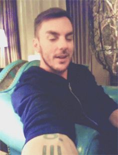 Shannon Leto #MARSgif- OMG!!! The way he licks his lips...((biting lip))...hot damn!!!