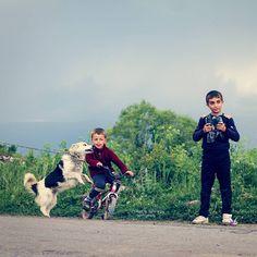 Anadolu'da  çocuk  olmak,  işte  böylesine  içten  böylesine  sıcak... Yer:  Ardahan